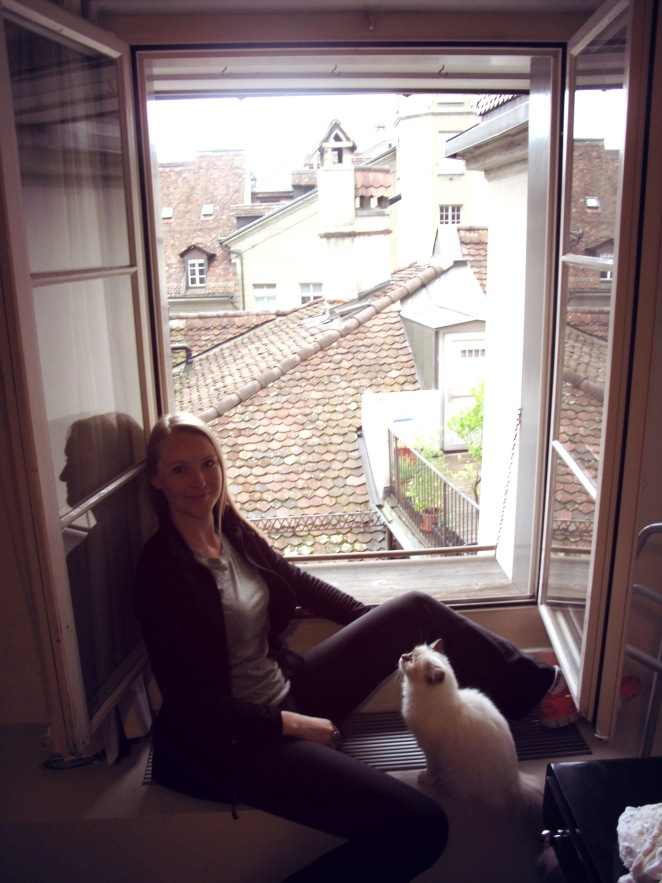 Bern_window with cat.JPG