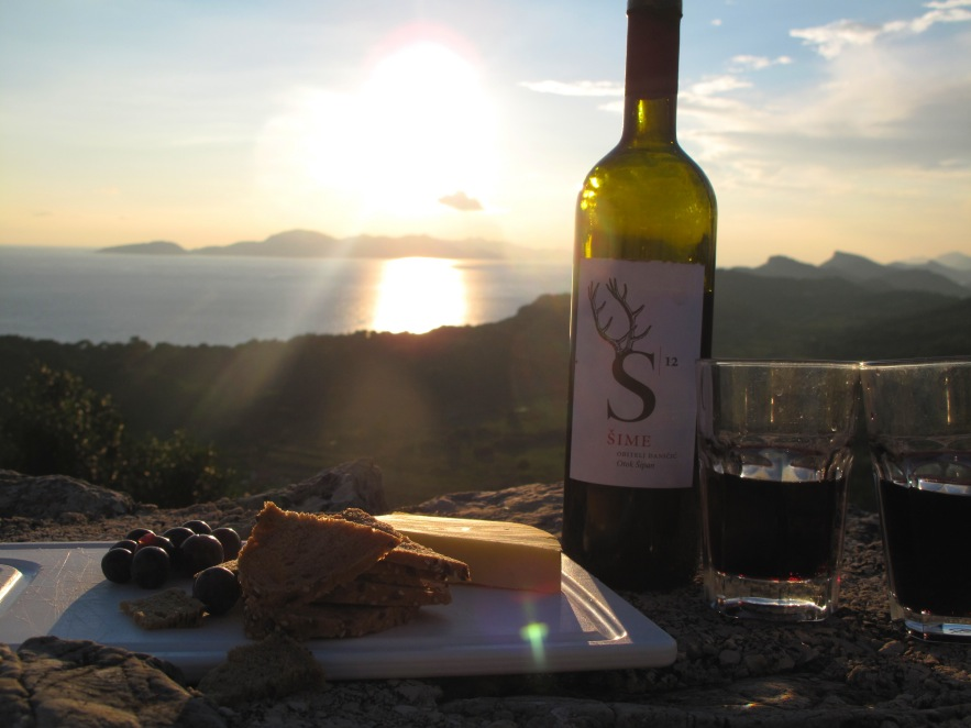 the view from the top of the hill was truly beautiful. We set up our little picnic with some wine from a local 'mum and pop' run farm and watched the sun set behind the other islands.