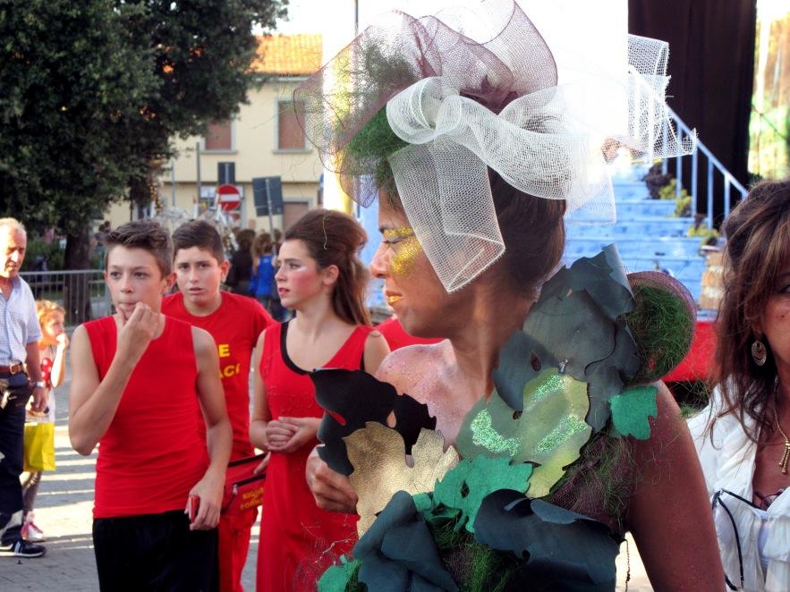 Tuscany_fair_leaf woman_close up.JPG