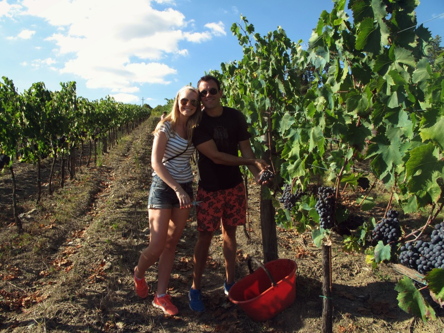 Tuscany_grape picking_Im and Reu together_fav.JPG