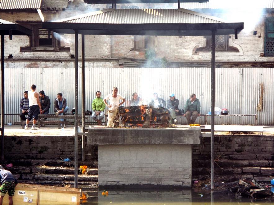 Kat_Pashupatinath Temple_body burning.JPG