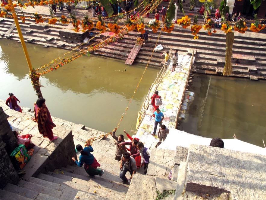 Kat_Pashupatinath Temple_woman carrying flower line_birds eye.JPG