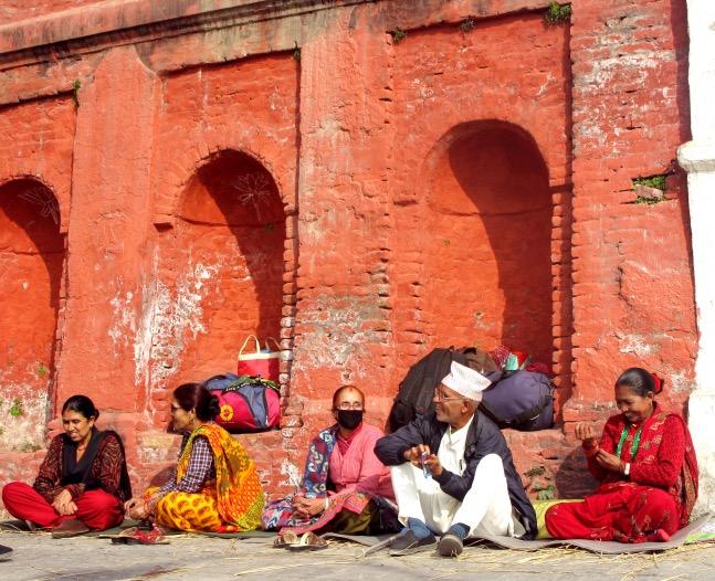Kat_Pashupatinath Temple_older people chatting.JPG