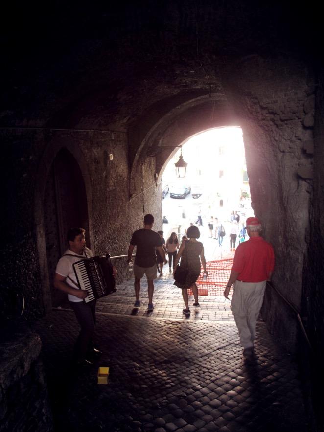 Rome_Howers through tunnel.JPG