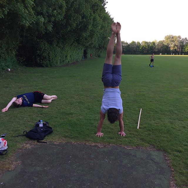 "Tonight's ""Muscle Up"" session in the park enjoying the sunshine! We warmed up and did mobility work for the shoulder and t-spine, then did skill work including handstands, basic strength work pushing and pulling, then some organic strength work- trying to find weak angles and improve whole body problem solving, before wrapping up with shoulder prehab work including rotator cuff strengthening. . . .  #handstand #muscleup #cambridge #cambridgepersonaltrainer definitely not a #bootcamp or a #cambridgebootcamp"