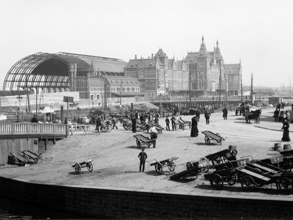 pop-upfototentoonstelling 125 jaar Station Amsterdam Centraal