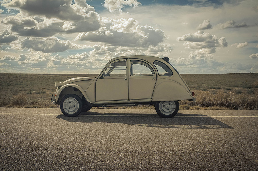 The mighty 2CV, somewhere south of Salamanca...