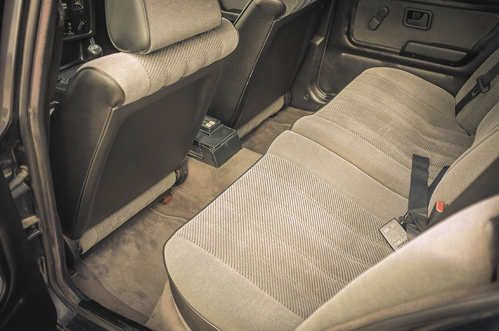 rear_seats_2_small.jpg