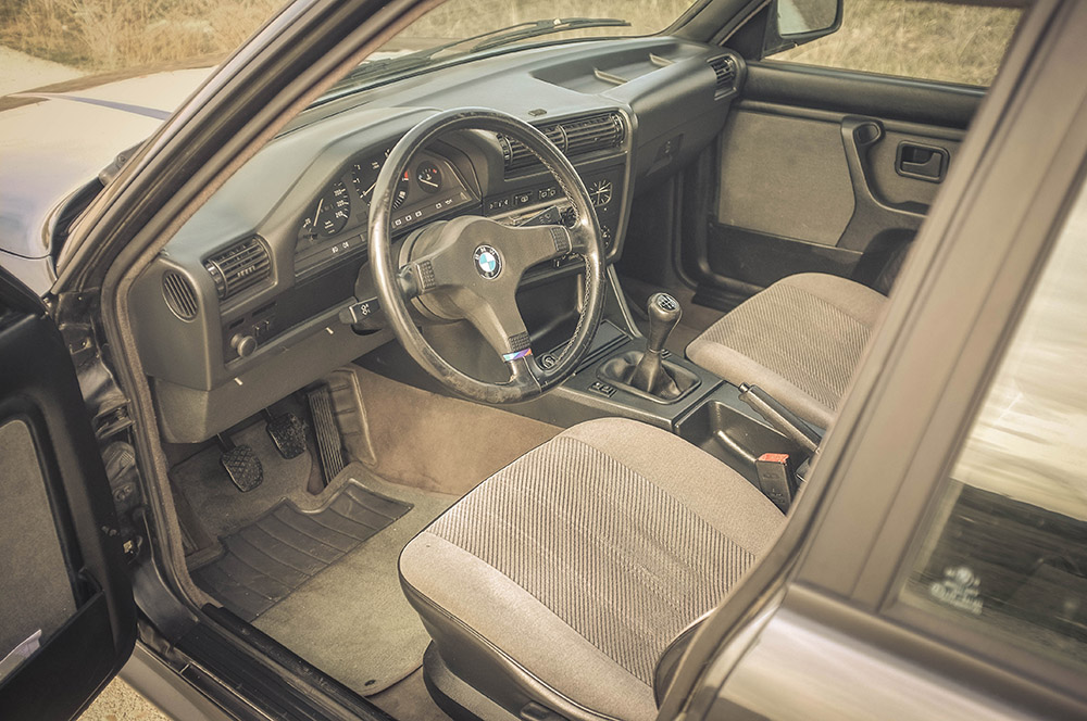 front_seats_4_small.jpg