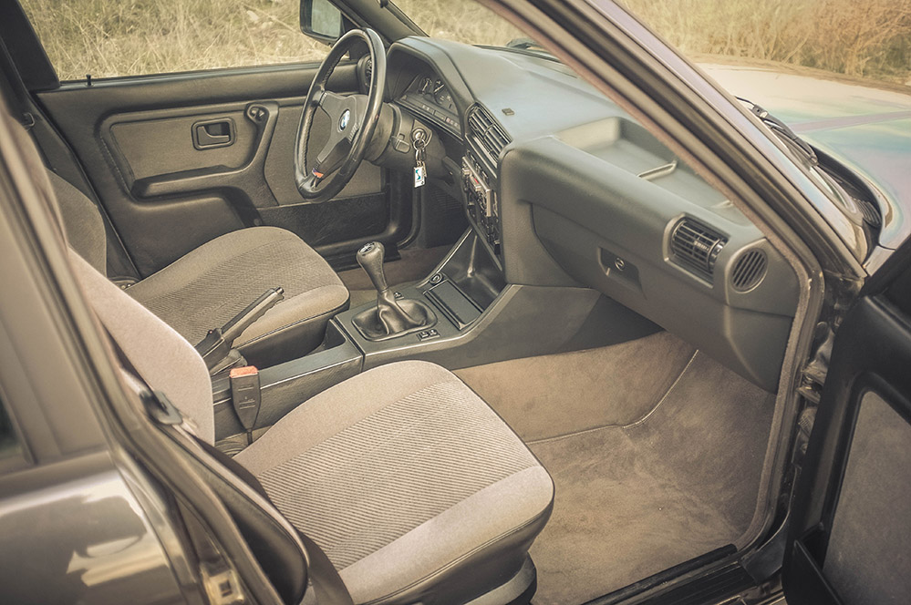 front_seats_1_small.jpg