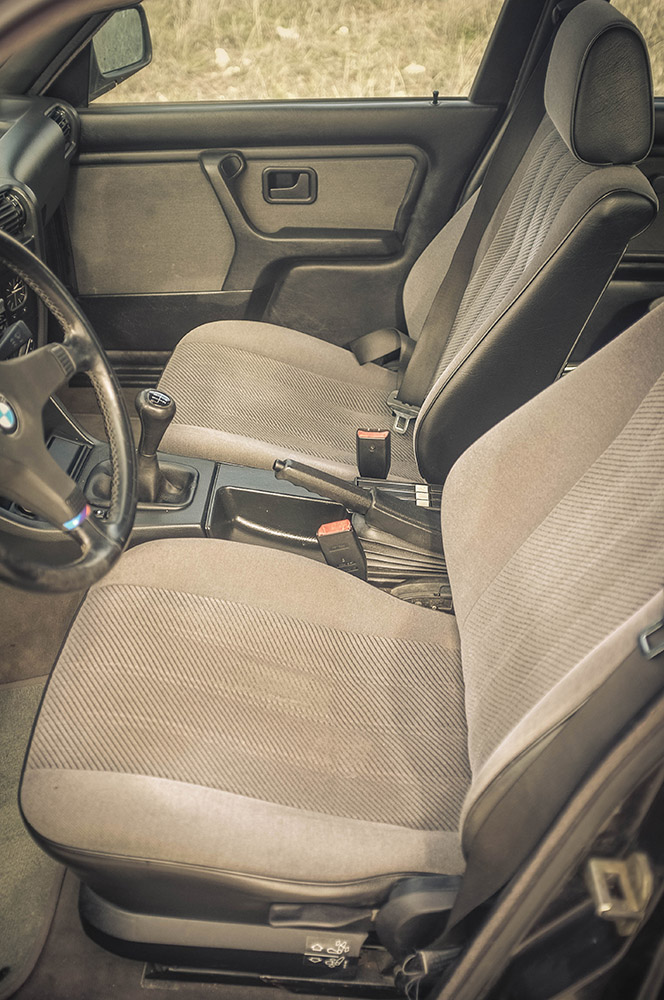 front_seats_3_small.jpg
