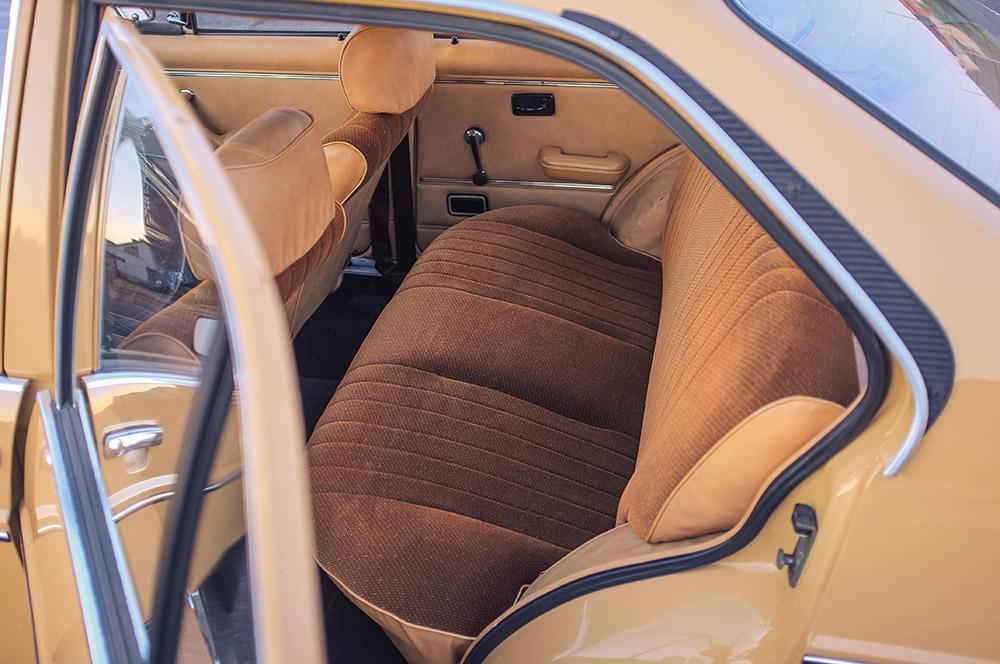 rear_seats_1.jpg