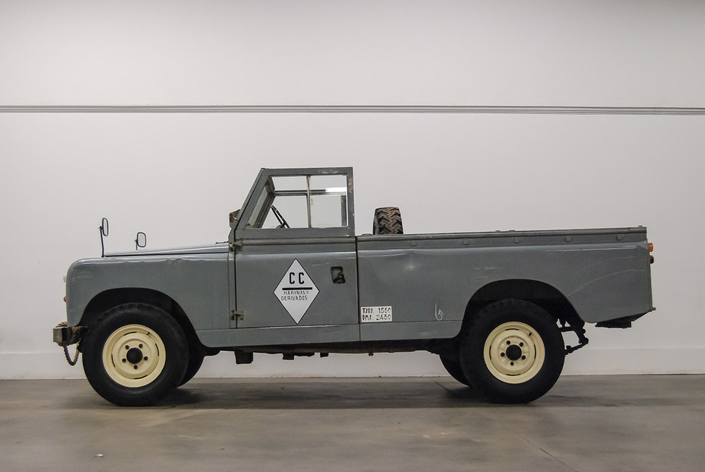 Like most 109's, the upper bodywork can be removed, allowing the truck to operate fully open.