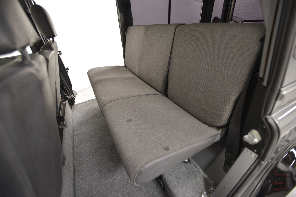 land-rover-defender_faiz_seats_rear_1.jpg