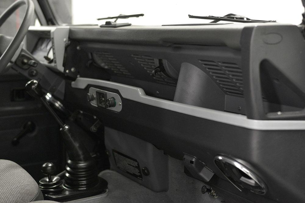 land-rover-defender_faiz_interior_5.jpg