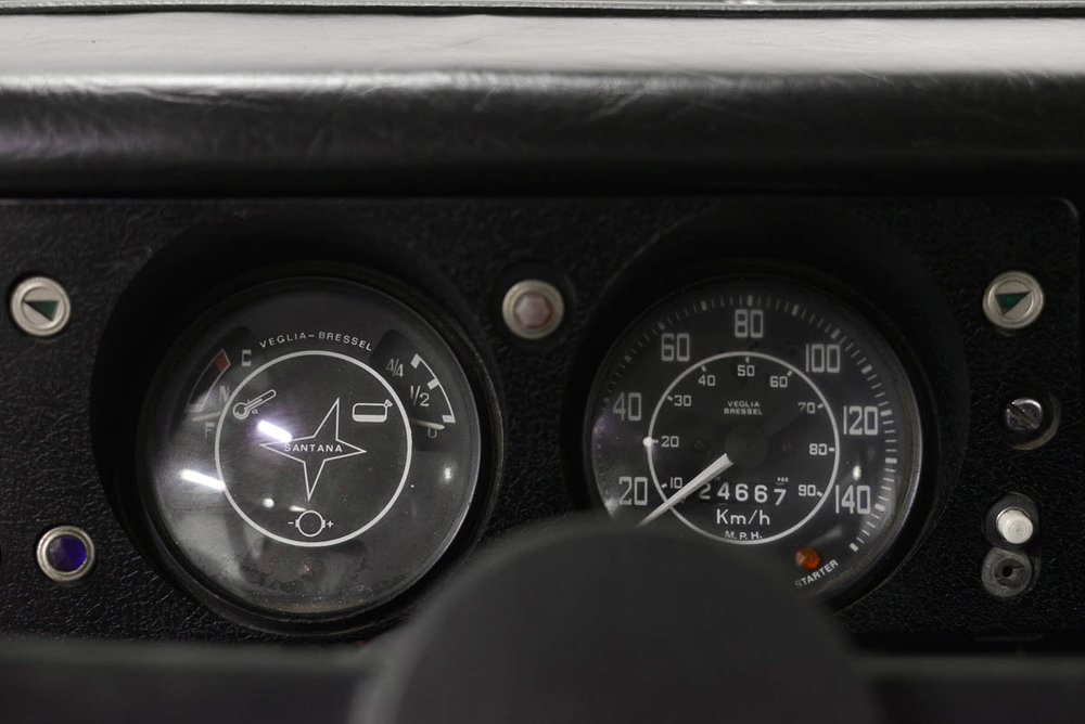 Veglia gauges with an inset Santana logo - one of the few differences between Linares and Solihull trucks.