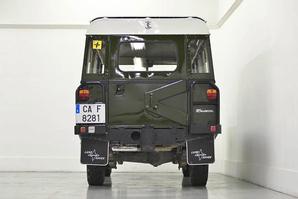 land-rover-109_rear_1.jpg