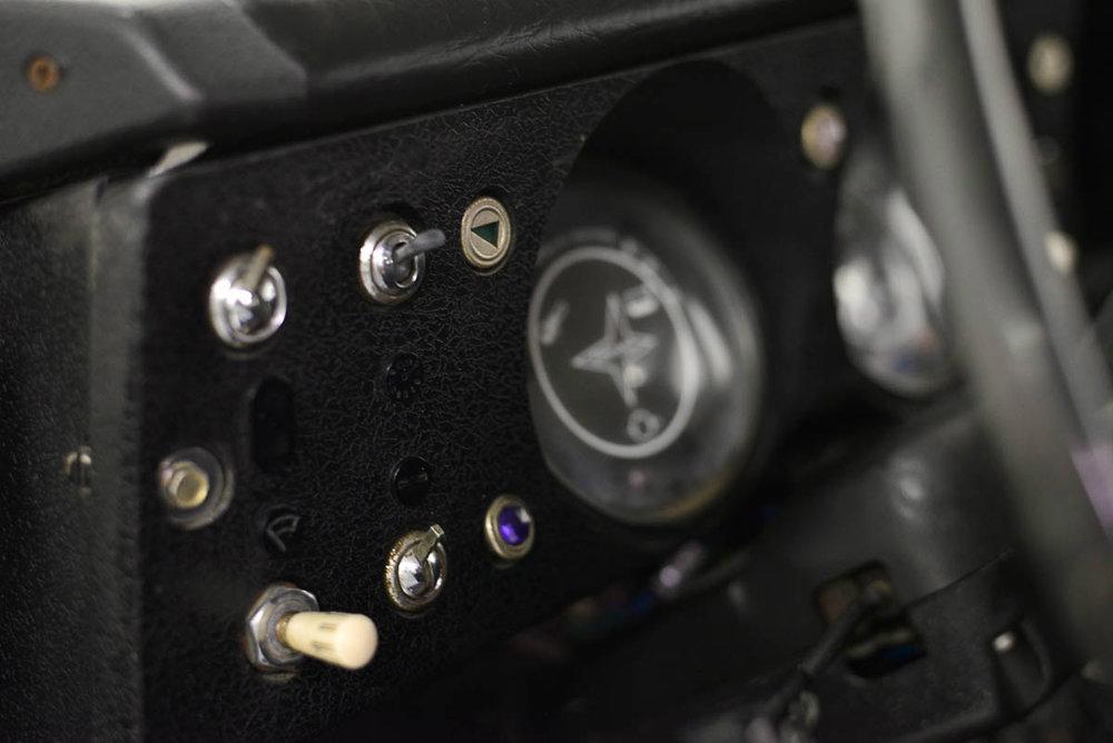 land-rover-109_interior_4.jpg