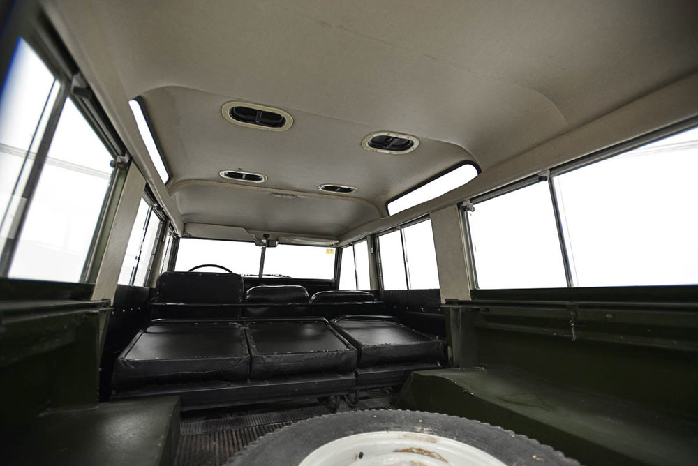 land-rover-109_interior_5.jpg