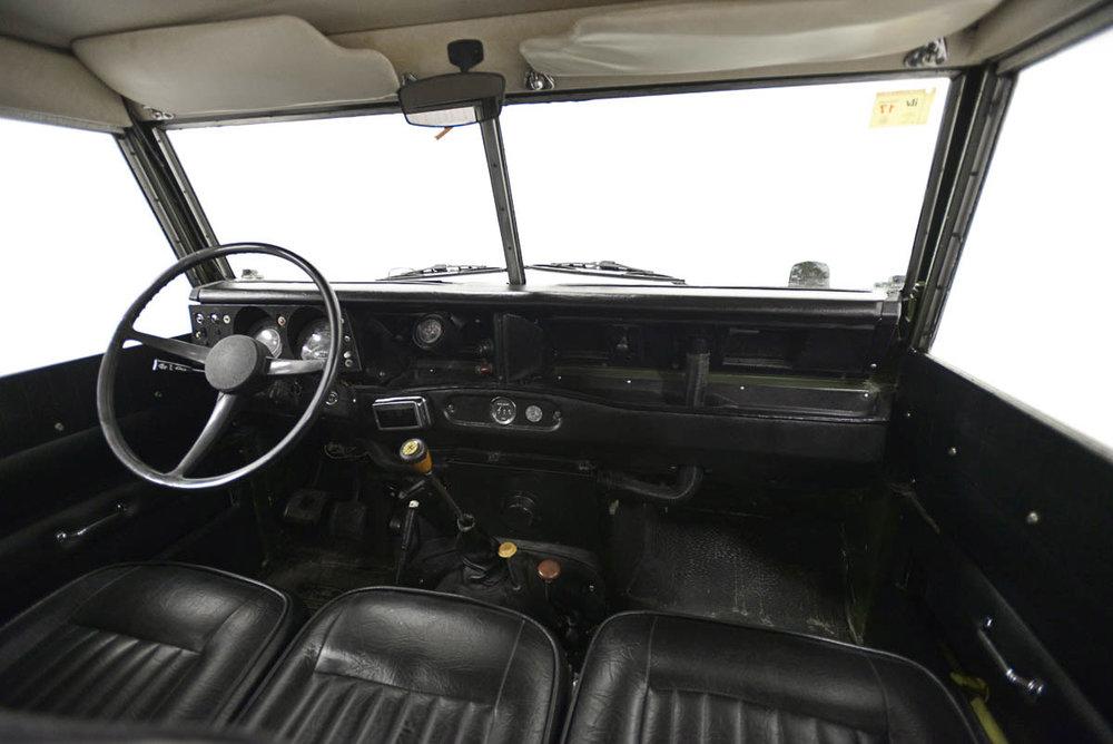 land-rover-109_interior_8.jpg