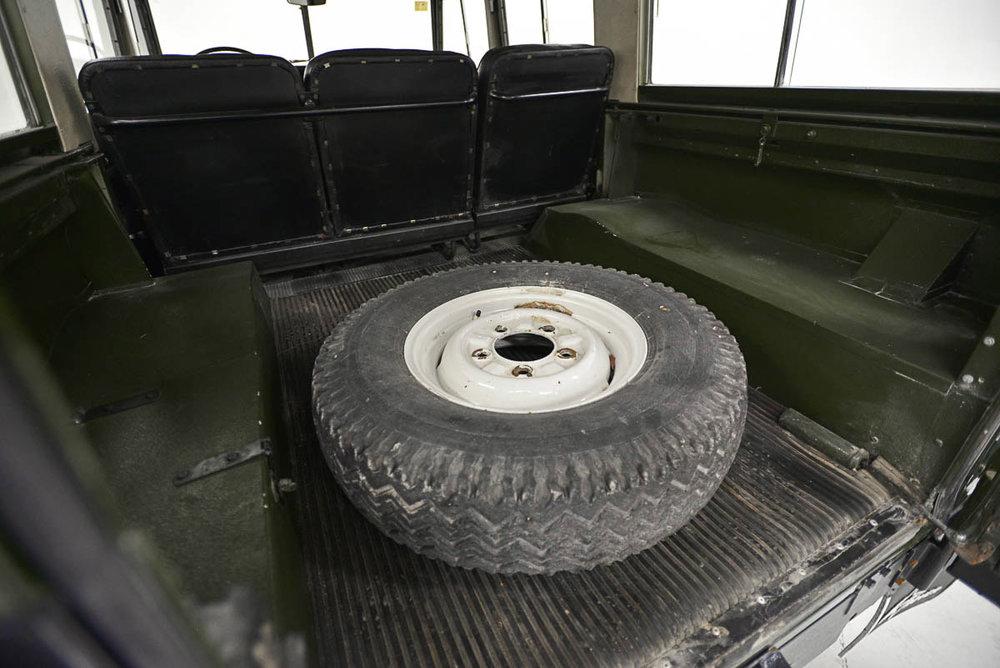 land-rover-109_interior_9.jpg