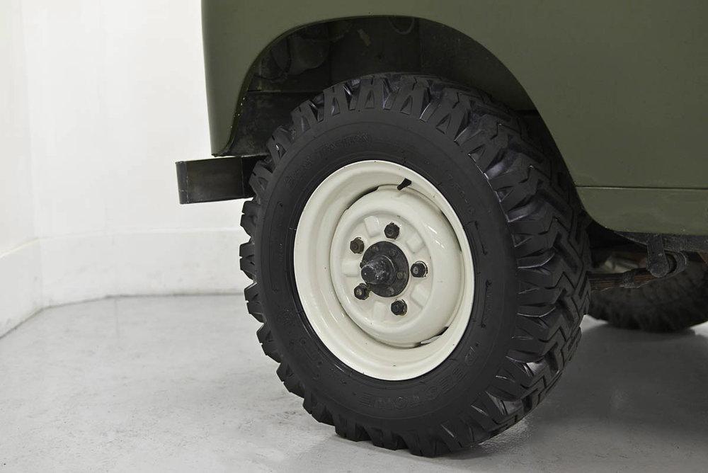 land-rover-109_wheel_1.jpg