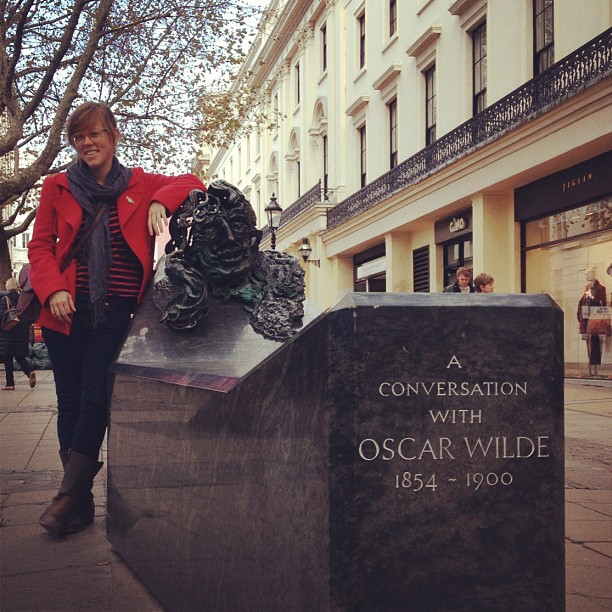 sarahmcintyre: Look who's in town having a conversation with Oscae Wilde! It's @LucyKnisley! #london #comics