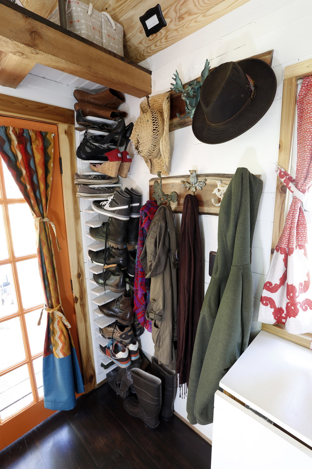 coat_and_shoe_rack.jpg