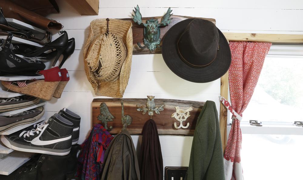 coat_rack_front.jpg