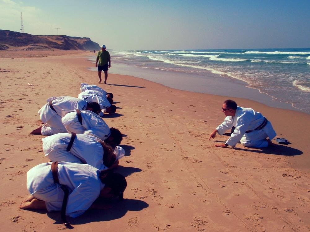 moksu on the sand.JPG