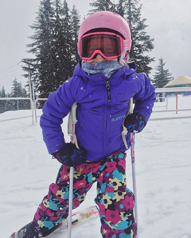 She fires on all cylinders and all 93cm ... 🔥 #fortgearkid #gromdana #skiingwithkids #sheshreds
