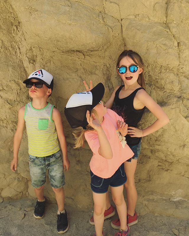 Exploring a slot canyon with some #fortgearkids. . . . #California #washingtonkids #exploremore #getoutstayout #networkinghat #gromsquad #roadtrippin