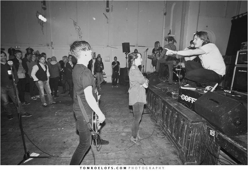Throwback naar 2012, toen Lisa Gritter 'De Nachtmis' organiseerde in Ruigoord. En daarvoor in het zonnetje werd gezet door de heren van John Coffey.