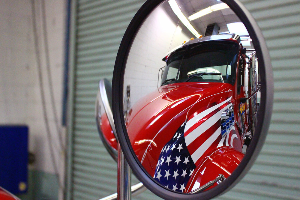 A view of Nico's latest Mack tractor, with a very patriotic theme.