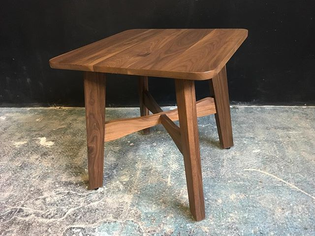 A matching end table to go with the surfboard coffee table 💁🏼♀️💅🏻 #walnut #endtable #midcenturymodern #modern #interiordesign #livingroom #bedroom #danishmodern