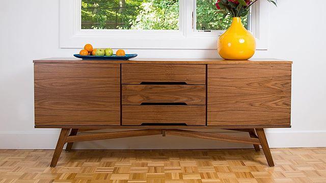 One of my favourite pieces ❤️ #walnut #cradenza #midcenturymodern #modern #interiordesign #design #architecture #livingroom #diningroom #sideboard #teak #danishdesign #modernhome #minimalism #minimalist #minimlistic #danish