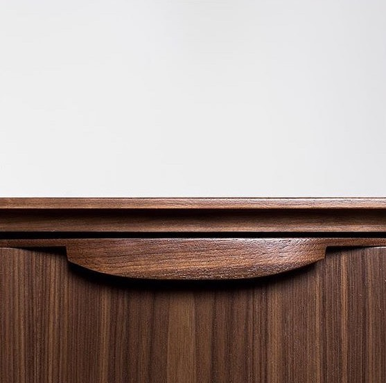 It's the little things that count 💕✨ add our carved walnut pulls to your custom built piece ✨💕 #walnut #midcenturymodern #modern #design #interiordesign #1950s #1960s #teak #danish #danishmodern #minimalism #minimalistic #sideboard #dresser #midcenturymodernfurniture #midcenturyfurniture