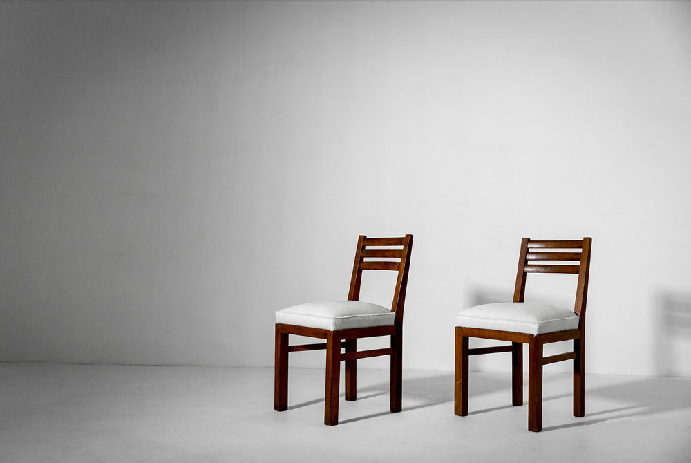 André Arbus Side Chairs, Pair Oak, Hide France, 1940s Literature: Le Décor