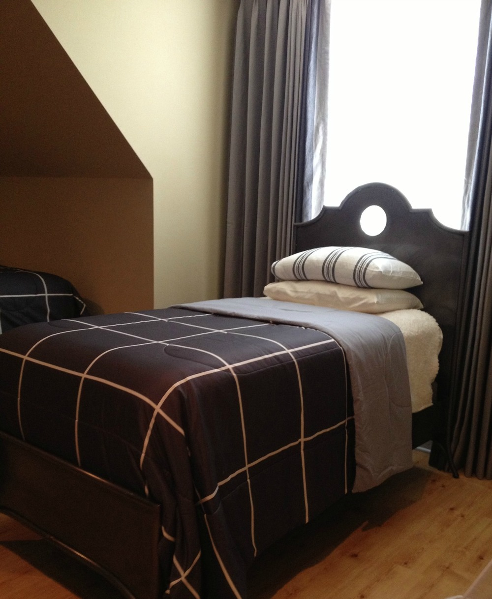 black-and-cream-bed.jpg