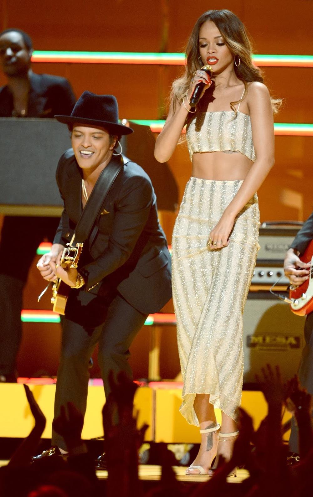 Rihanna-+Grammy+2013.jpg