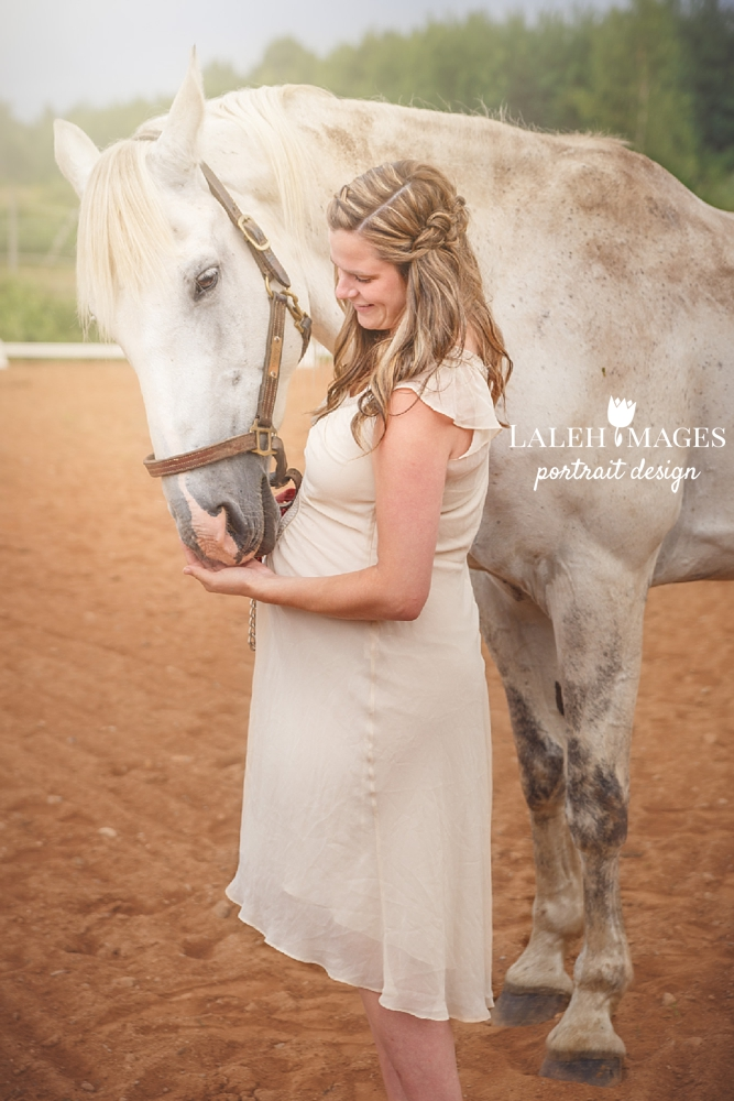 Horse Maternity Pregnancy Photo Session