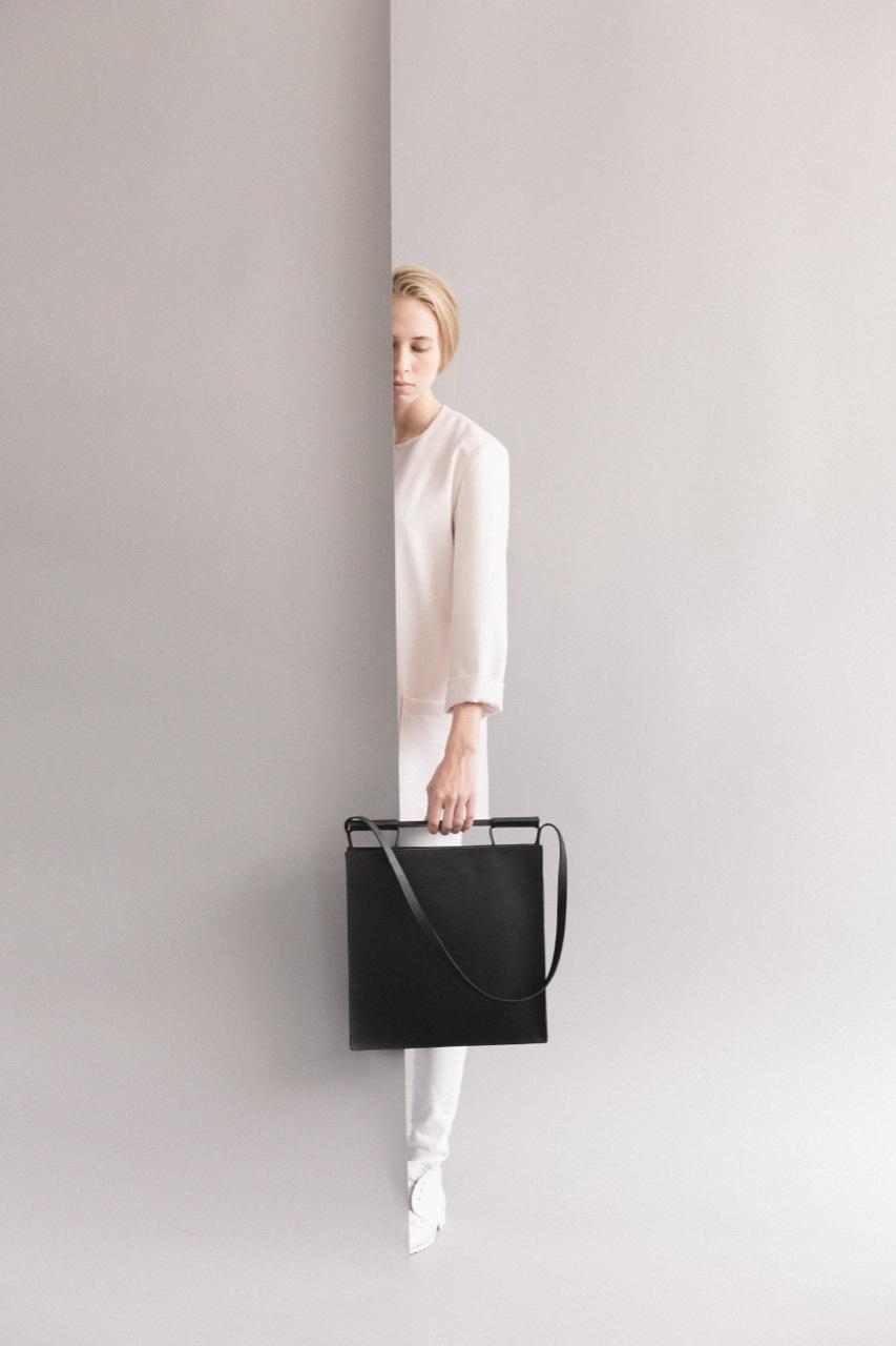 BLACK SQUARED BAG