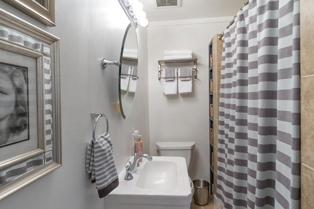 TS_Bathroom_Inside.jpg