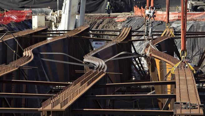 COMPRESSION FORCES CAUSE  BUCKLING OF THE STEEL GIRDERS IN THE 102 AVENUE BRIDGE IN EDMONTON
