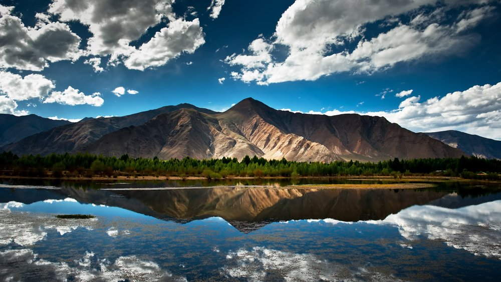THE MOUNTAIN IS PERFECTLY REFLECTED IN THE LAKE - THIS IS CALLED SPECULAR REFLECTION