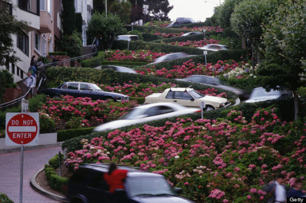SWITCHBACKS OF LOMBARD STREET SAN FRANCISCO