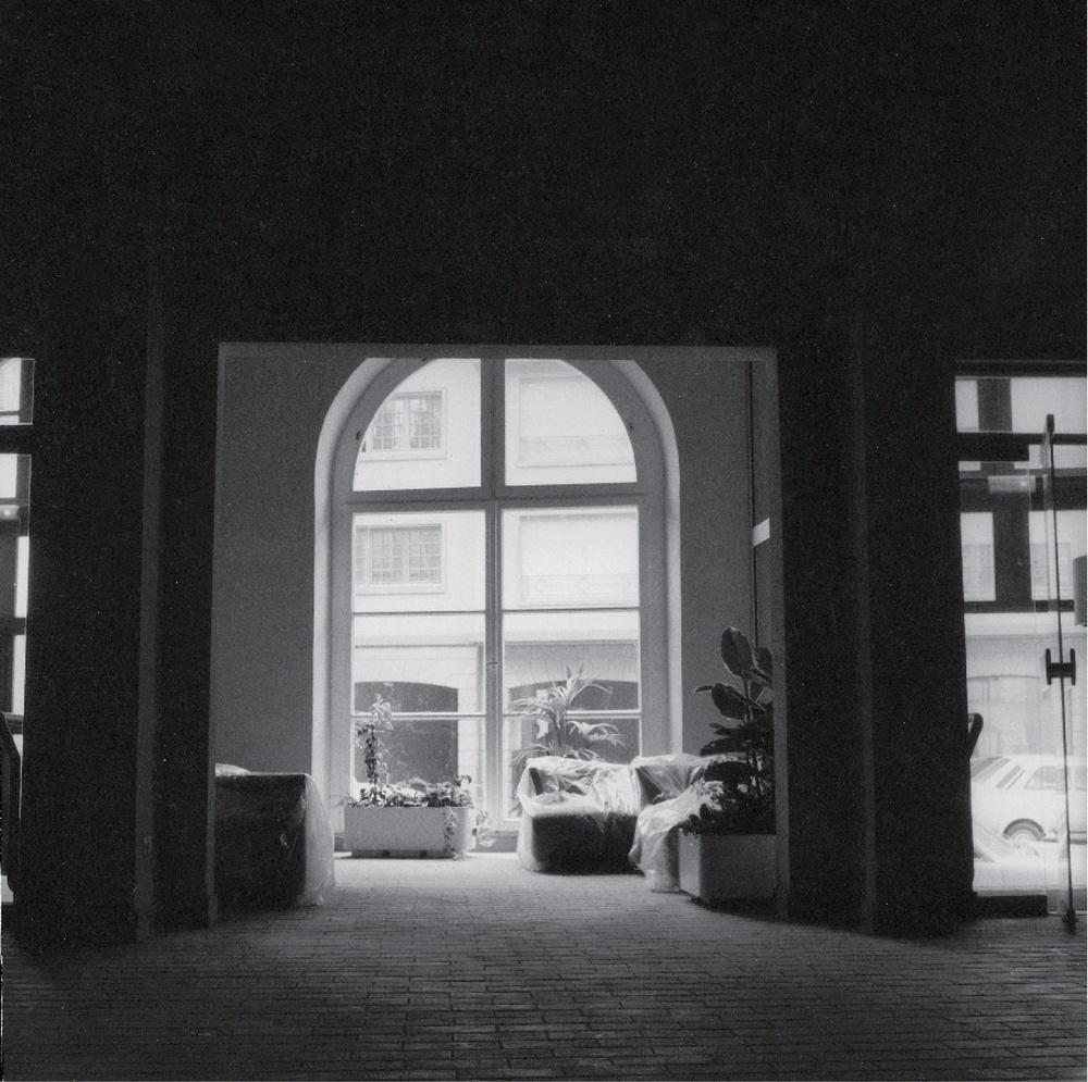 Hall du TJP Grande Scène (non datée). Photographie noir et blanc, 23x23 cm. Photographe : Christian POIREL. Archives du TJP, Strasbourg.