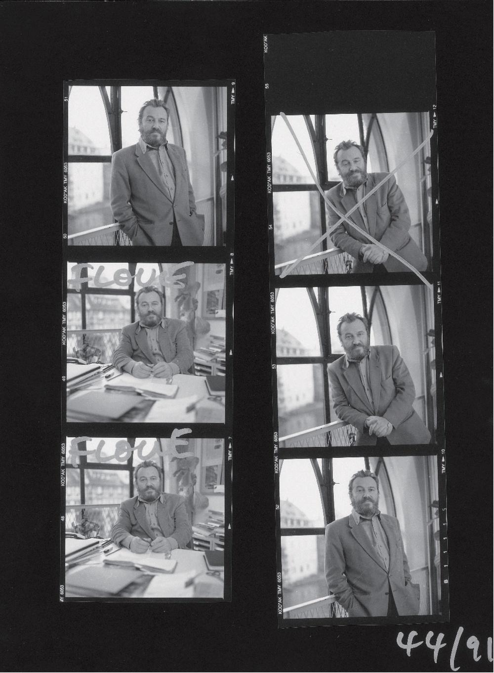 Photos-portraits d'André POMARAT à la Petite Scène (1991). Planche contact, 24x18cm. Droits réservés. Archives du TJP, Strasbourg.