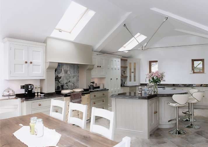 OR THE BEST QUALITY CRAFTSMANSHIP SUCH AS THIS DREW FORSYTH & CO KITCHEN