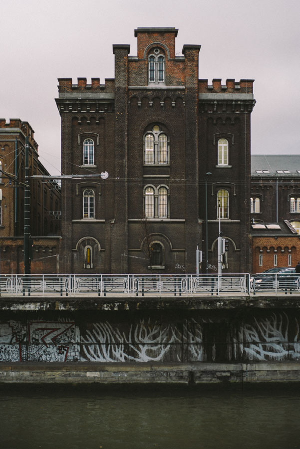 building on the canal-1005834.jpg